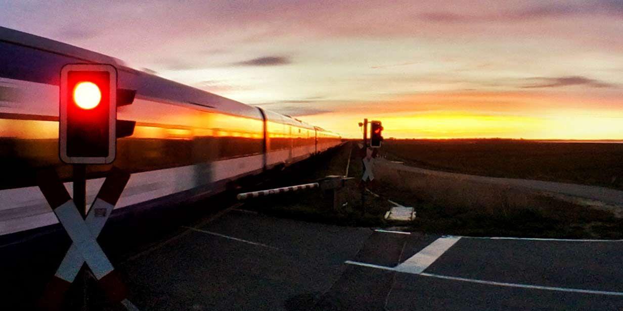 Marschbahn Richtung Sonnenuntergang